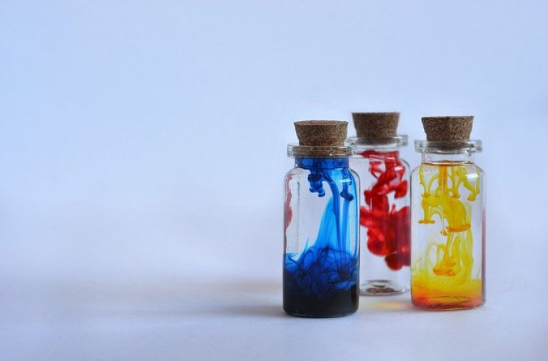 bottles-4387824_640